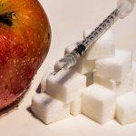 manzana azúcar y jeringa