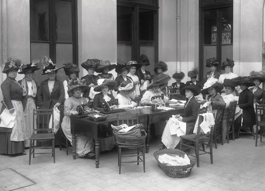 mujeres cosiendo