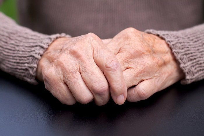 manos viejas
