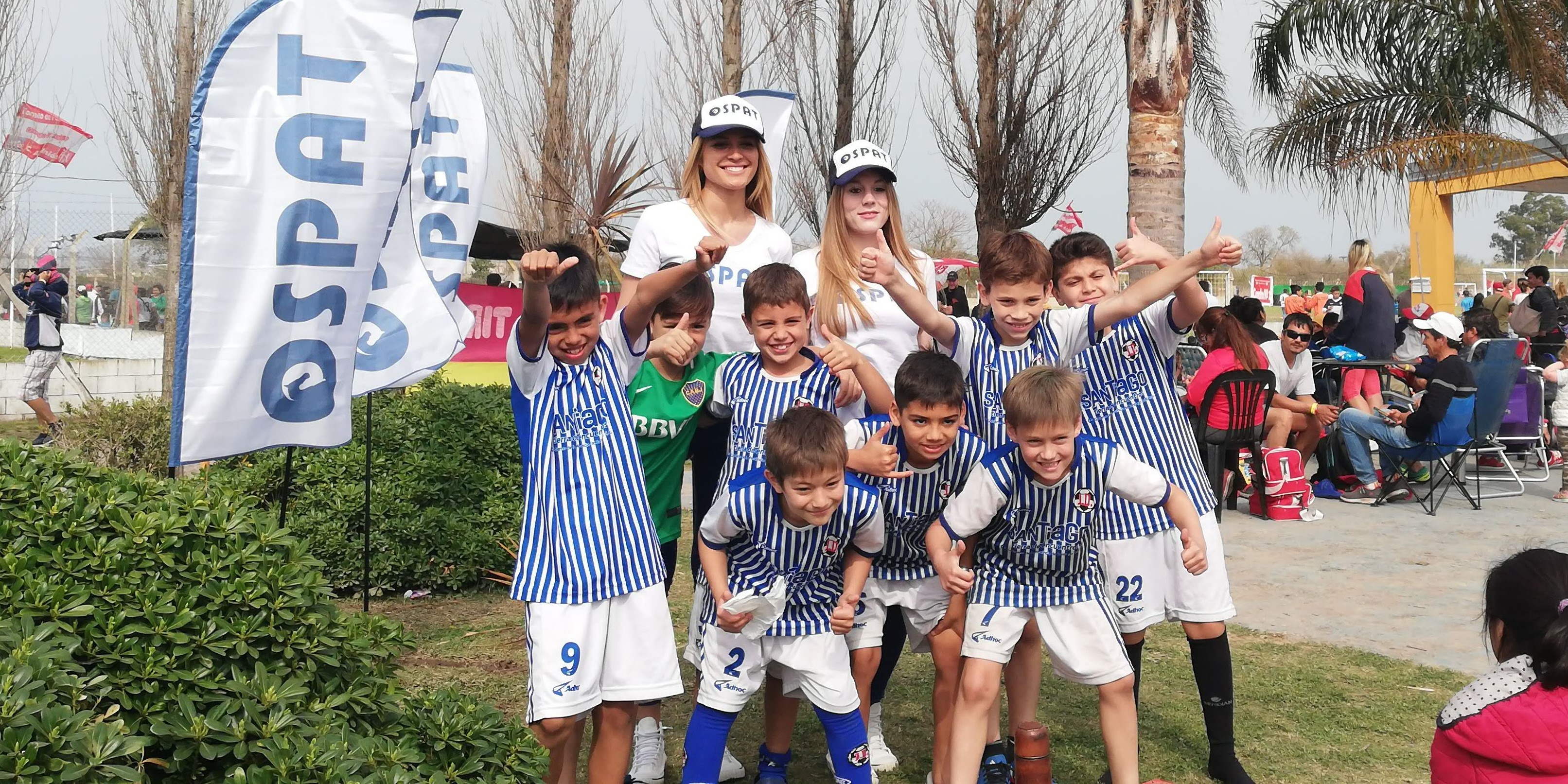 niños en torneo de fútbol
