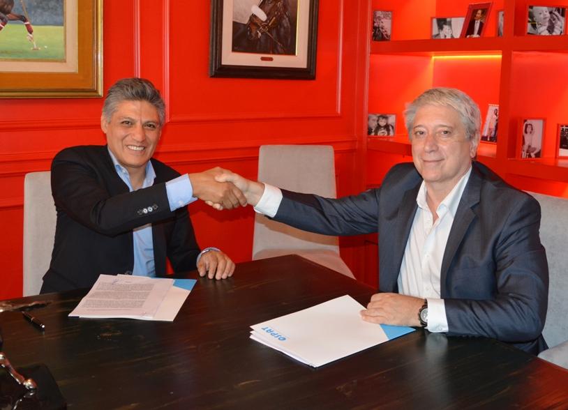 Claudio Ponce y Carlos Felice, se estrechan manos