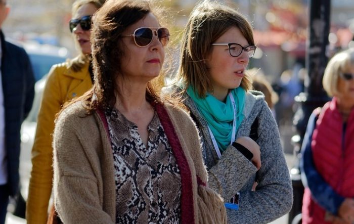 dos mujeres en la calle