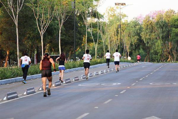 gente corriendo en cuarentena