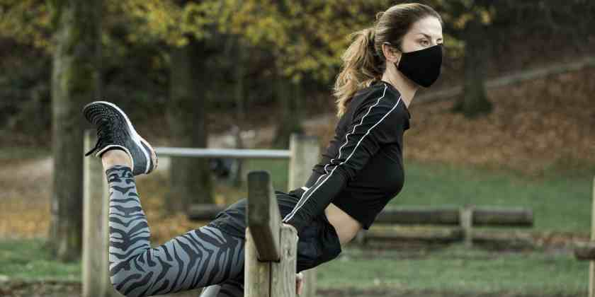 mujer realizando actividad física