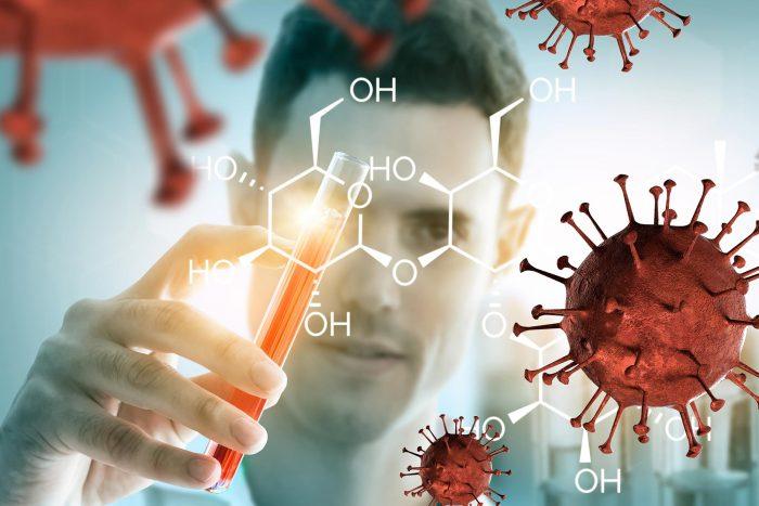 investigador con ensayos contra el covid-19