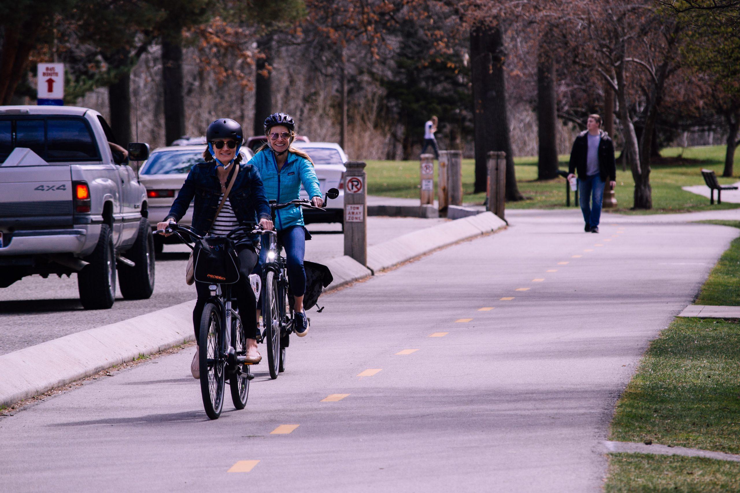 boom de gente andando en bicicleta