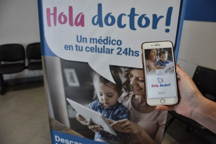 App Hola Doctor en un celular